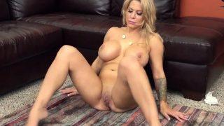 Naughty Hot Babe Alyssa Lynn Loves to Fuck Hard